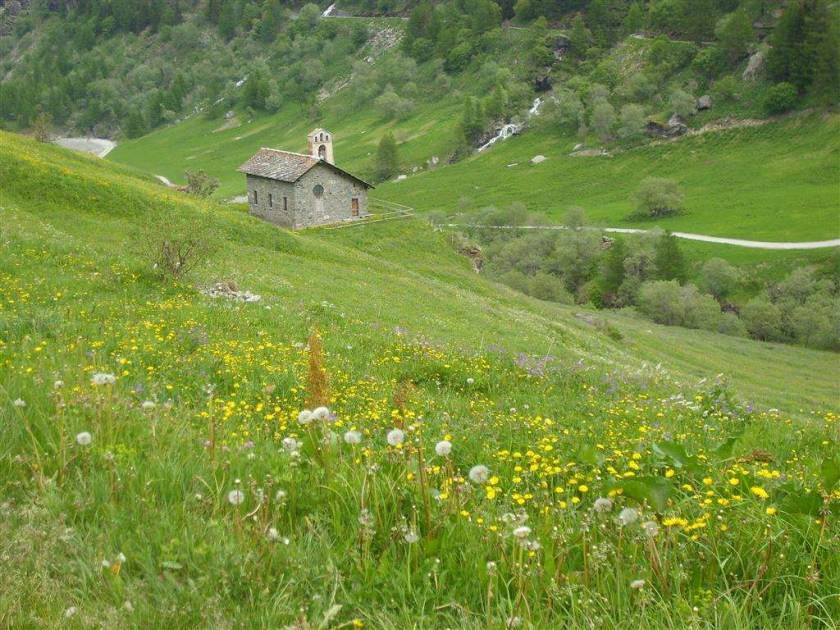 Walking in the Valgrisenche Valley