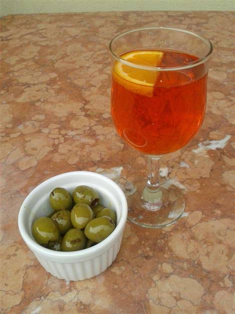 Spritz and olives!